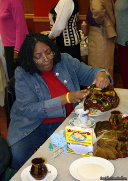 Barbara pouring tea and knitting Tea Event06